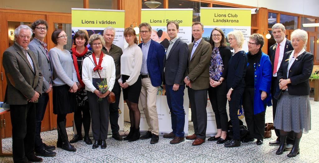 Bild med personer från Lions Forskningsfond samt alla forskningsbidrags mottagare.